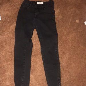 black pacsun pants.
